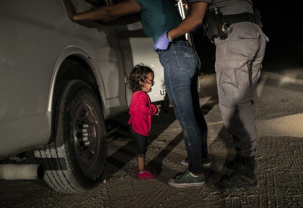 Imagen De Niña Llorando En Frontera Es Elegida Foto Del Año